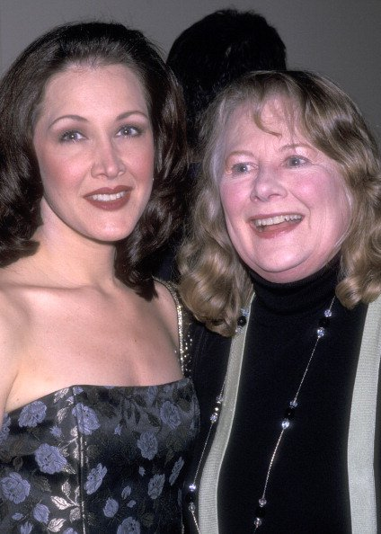 Shirley Knight and Kaitlin Hopkins on March 21, 2001 at Union Square Theatre in New York City. | Photo: Getty Images