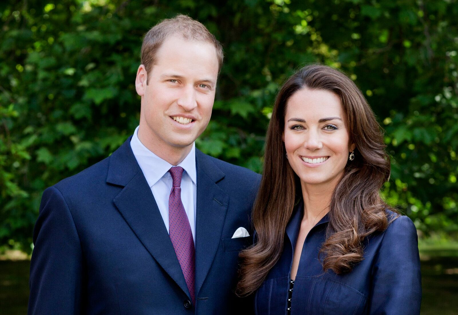 Prince William, Duke of Cambridge and Catherine, Duchess of Cambridge pose for the official tour portrait for their trip to Canada and California in the Garden's of Clarence House on June 3, 2011 in London | Photo: Getty Images