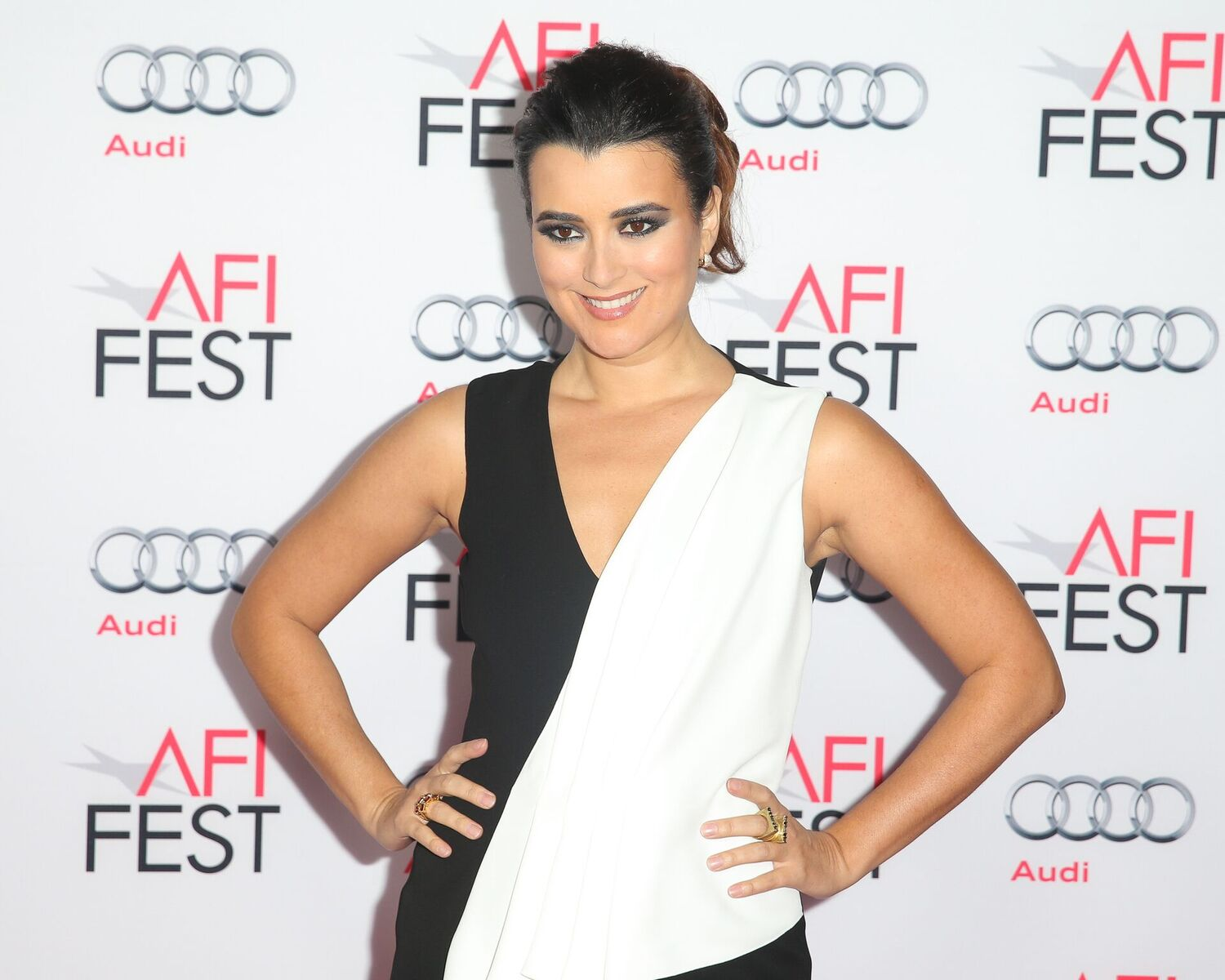 : Actress Cote de Pablo attends the Centerpiece Gala premiere of Alcon Entertainment's 'The 33' at TCL Chinese Theatre on November 9, 2015 in Hollywood, California | Photo: Getty Images