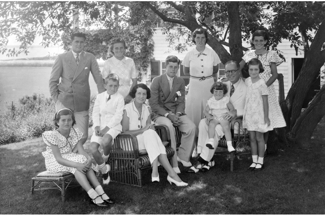 A portrait of the Kennedy family in Hyannis Port, Massachussetts, 1930s. | Source: Getty Images