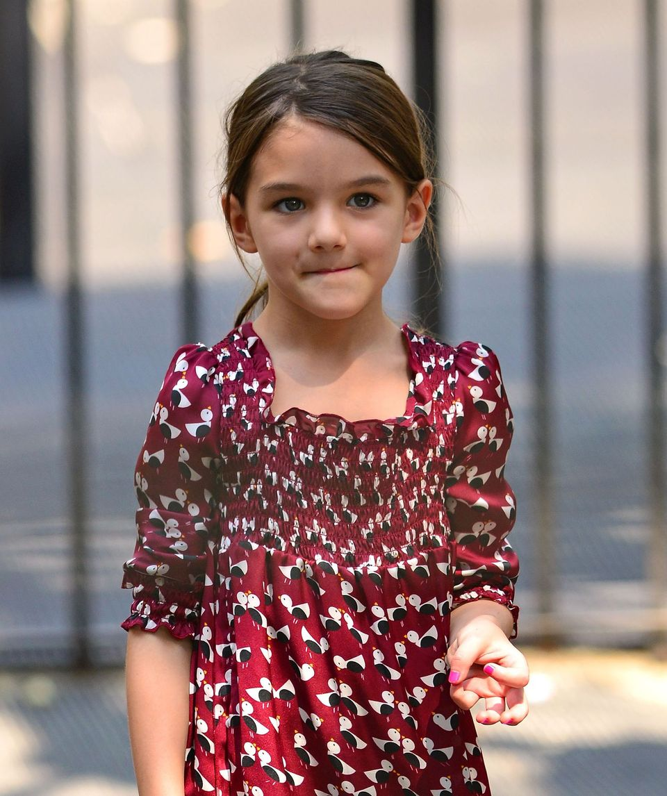 Suri Cruise juega en Bleecker Playground el 25 de agosto de 2012 en Nueva York. | Foto: Getty Images