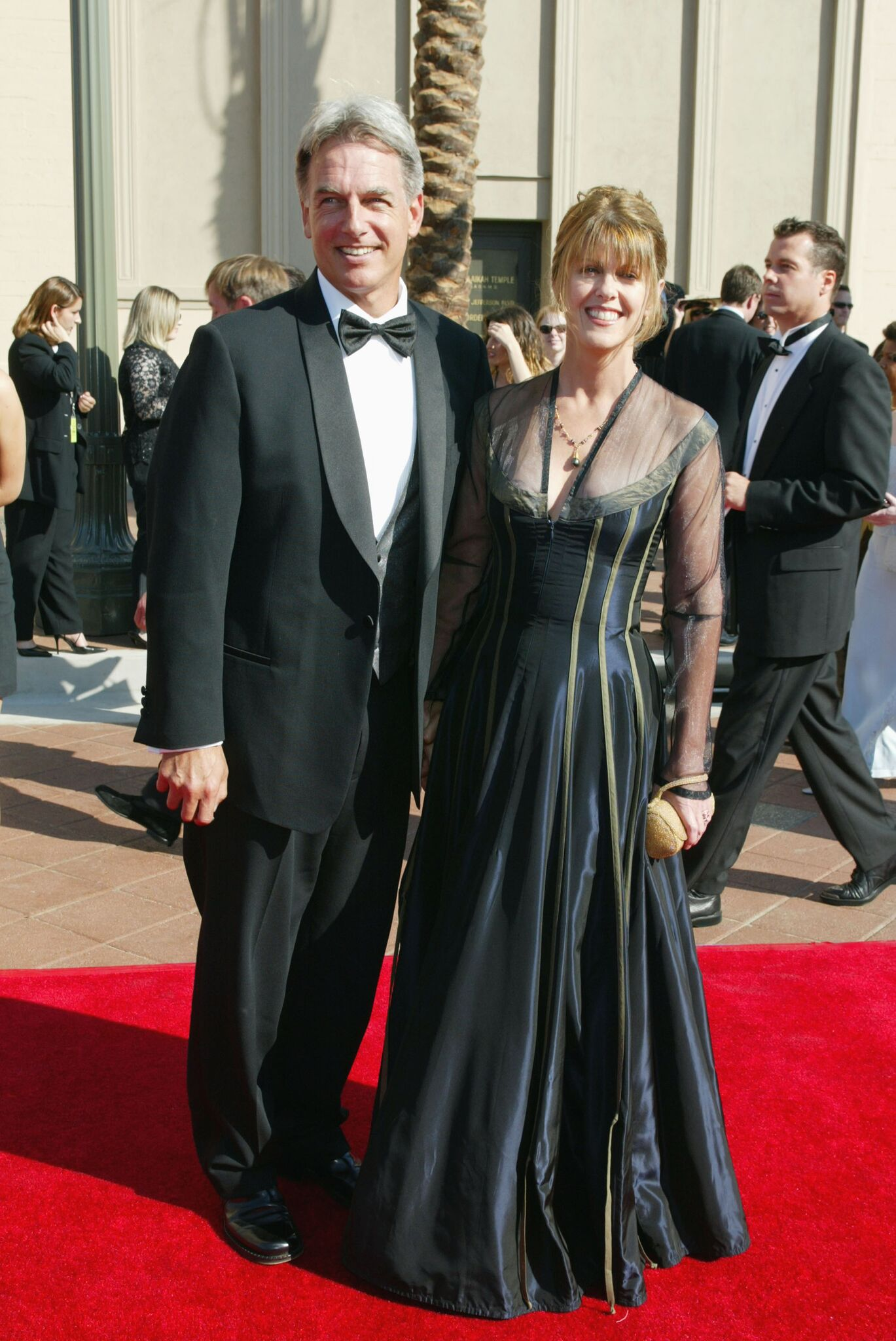 Mark Harmon and Pam Dawber at the 2002 Creative Arts Emmy Awards at the Shrine Auditorium | Getty Images