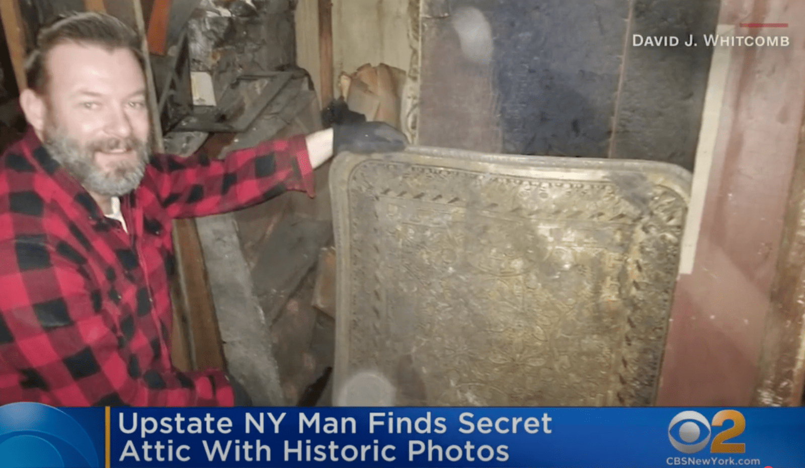 A man found century-old hidden treasures in a hidden attic and looked through them to find out more | Photo: Youtube/CBS New York
