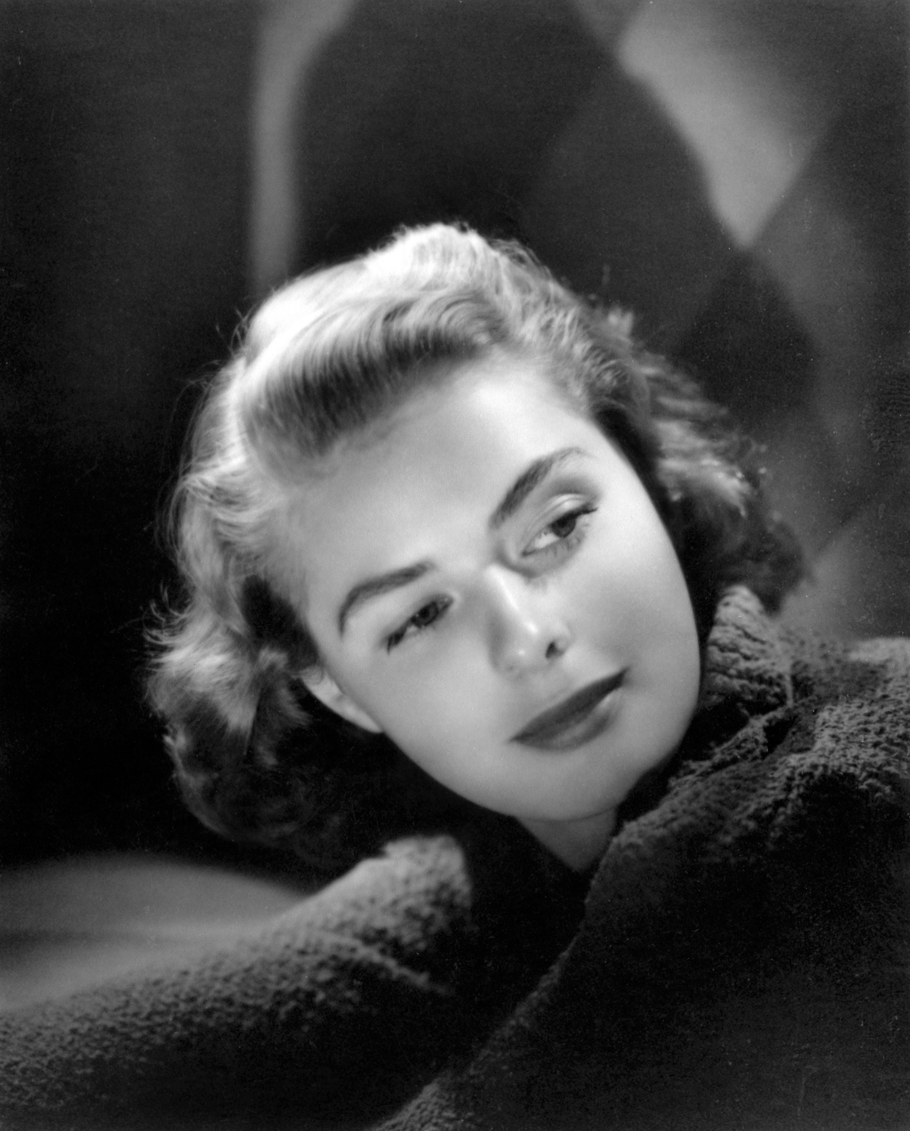 Ingrid Bergman photographed by Laszlo Willinger for a studio portrait in 1940 | Source: Getty Images