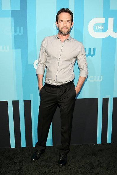 Luke Perry assiste au CW Upfront 2017 à New York City | Photo : Getty Images