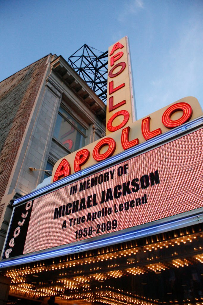In memory of the late Michael Jackson, the Apollo Theater's marquee paid tribute to him following his death in June 2009. | Photo: Getty Images