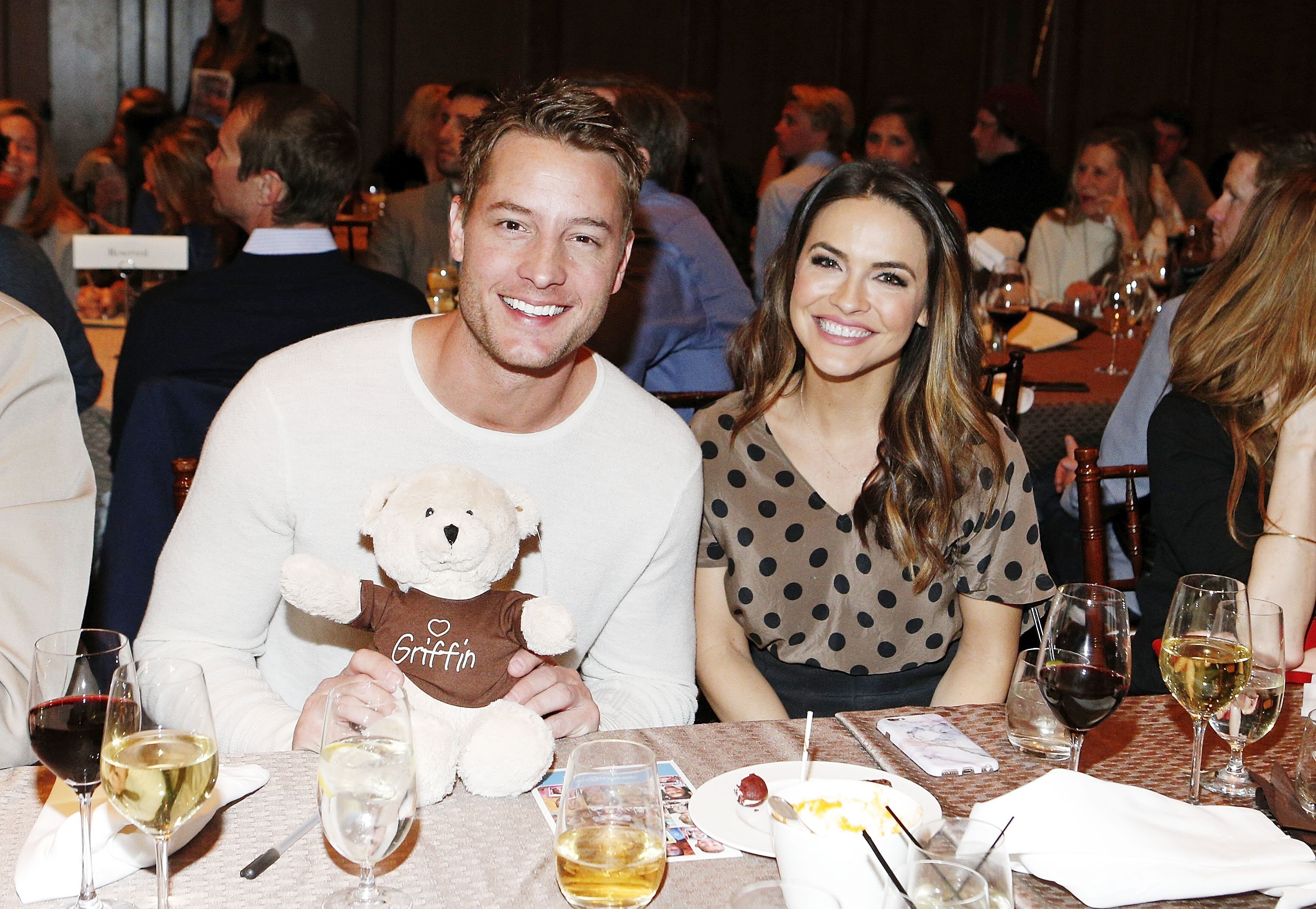 Justin Hartley (L) and Chrishell Stause attend Operation Smile's Celebrity Ski & Smile Challenge Presented by the Rodosky Family on March 11, 2017, in Park City, Utah. | Source: Getty Images.