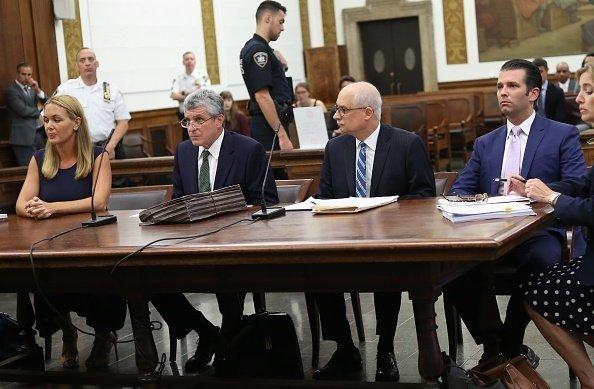 Das Ehepaar Trump vor Gericht | Quelle: Getty Images