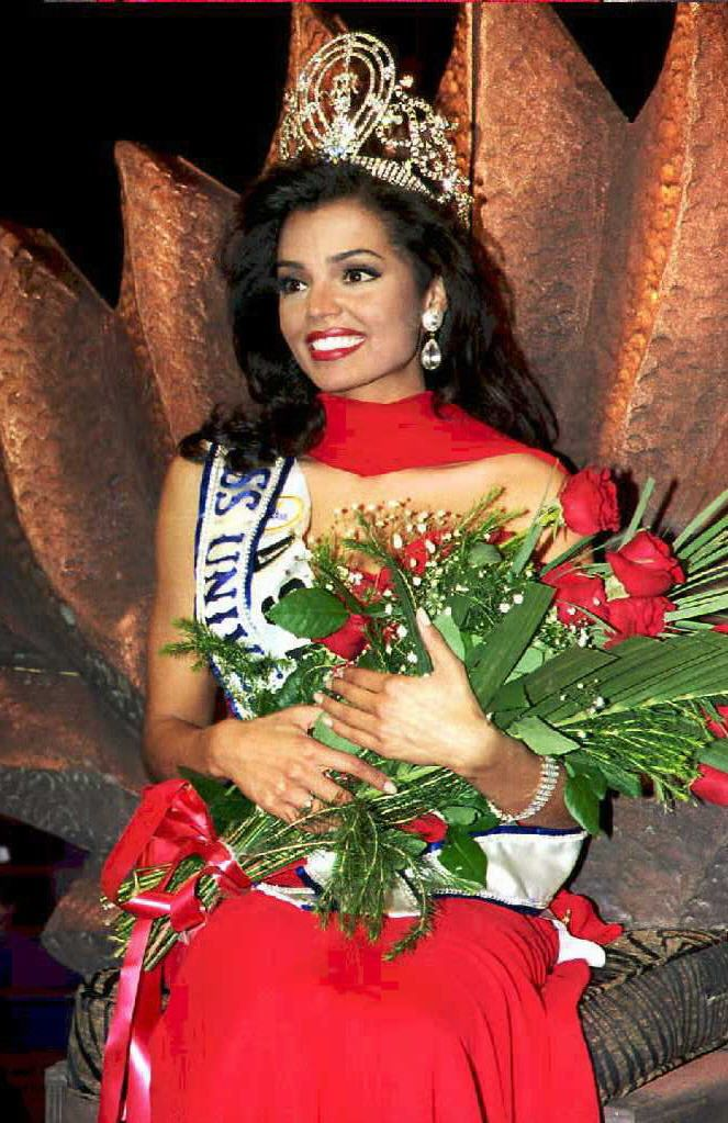 Chelsi Smith crowned the Miss Universe '95 in 1995 in Namibia | Source: Getty Images