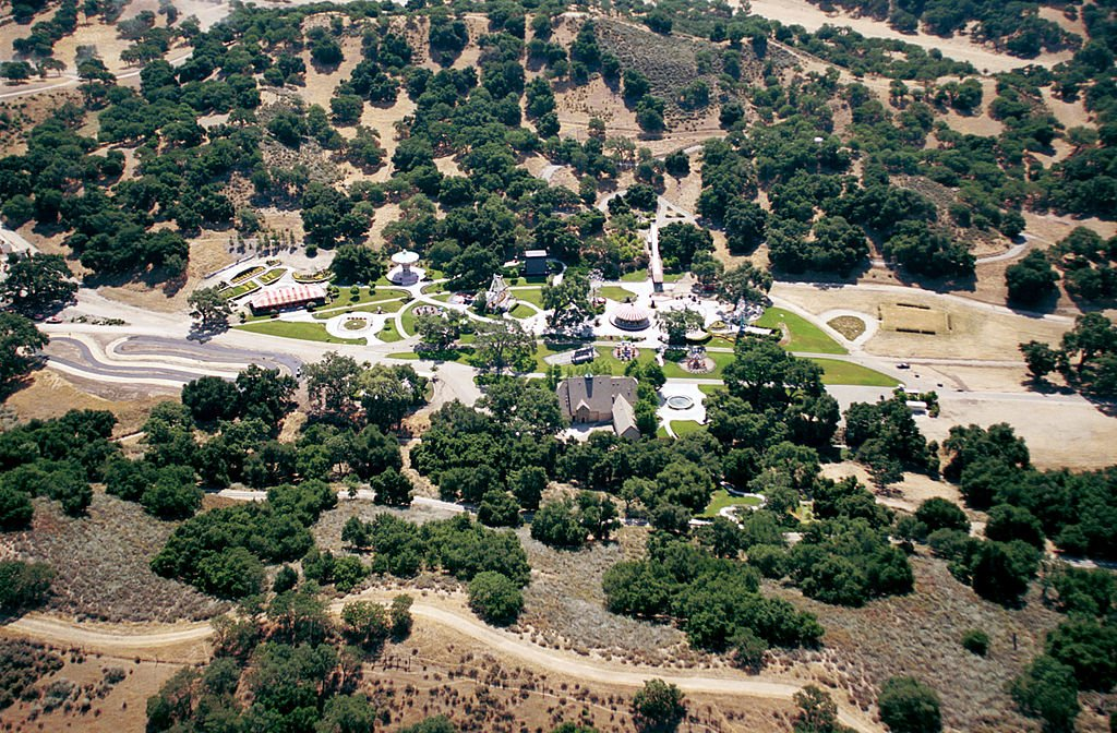 An aerial view of singer Michael Jackson''s Neverland Valley Ranch on June 25, 2001. | Photo: Getty Images