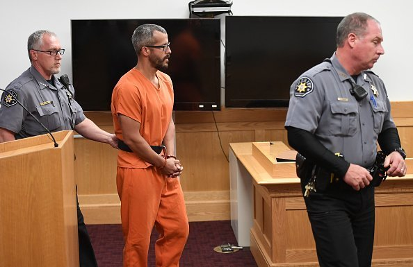Christopher Watts is in court for his arraignment hearing at the Weld County Courthouse | Photo: Getty Images