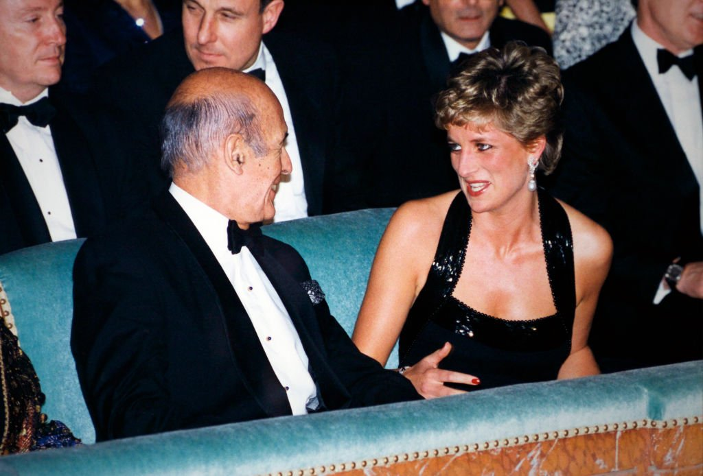 Valéry Giscard d'Estaing et Lady Diana, en 1994. | Photo : Getty Images