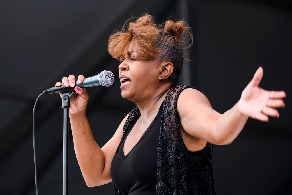 Anita Baker performs at Fair Grounds Race Course on May 5, 2018 | Photo: Getty Images