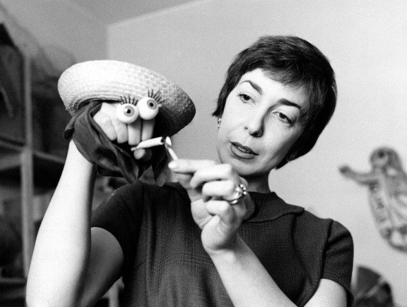 Italian artist and puppets designer Maria Perego making a puppet with her hand | Photo: Getty Images