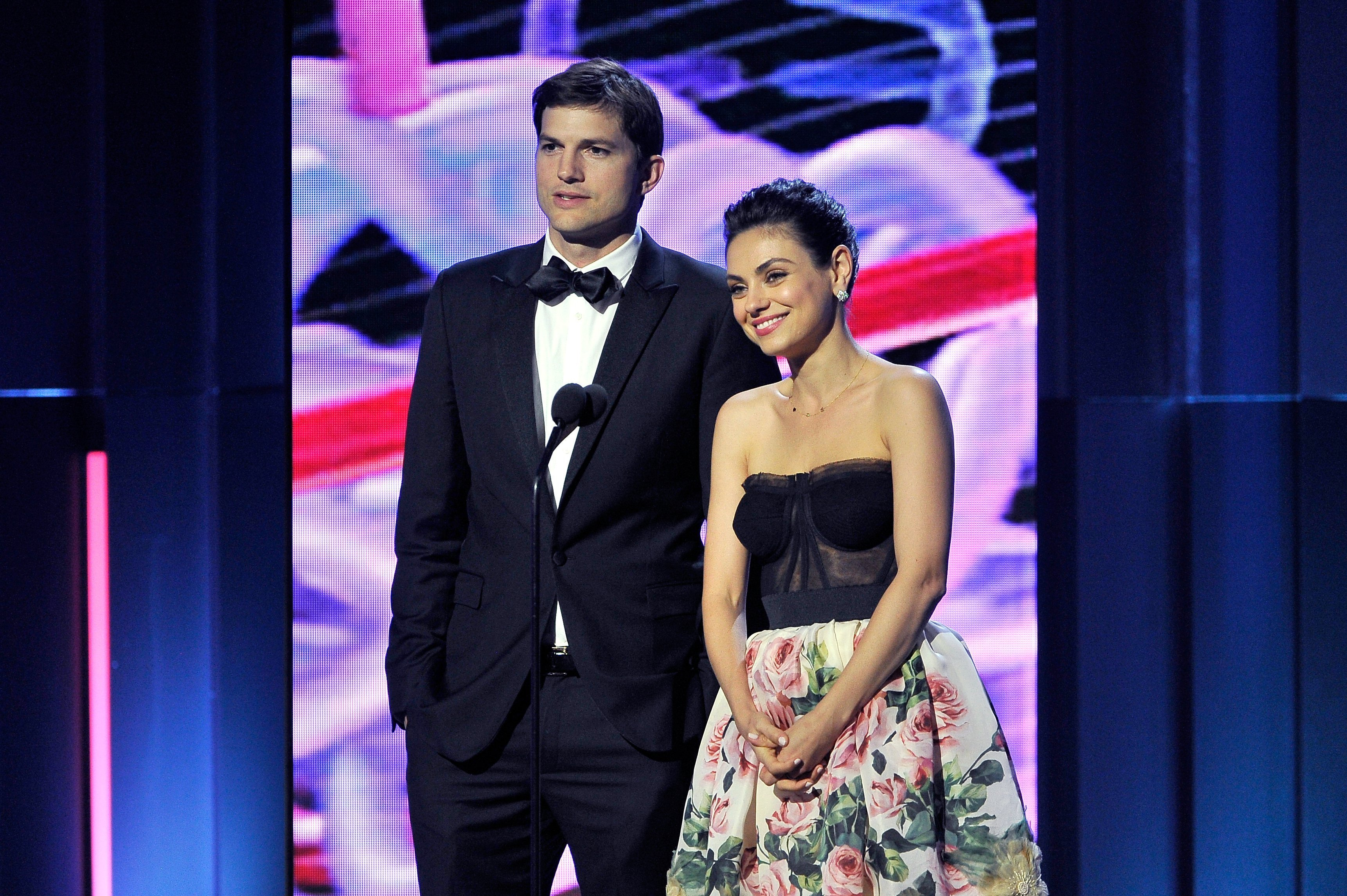 Ashton Kutcher and Mila Kunis speak at the 2018 Breakthrough Prize in Mountain View, California on December 3, 2017 | Photo: Getty Images