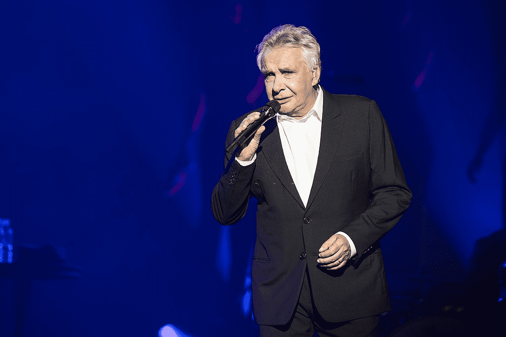 Michel Sardou se produit à l'Olympia le 9 juin 2013 à Paris, France. | Photo : Getty Images