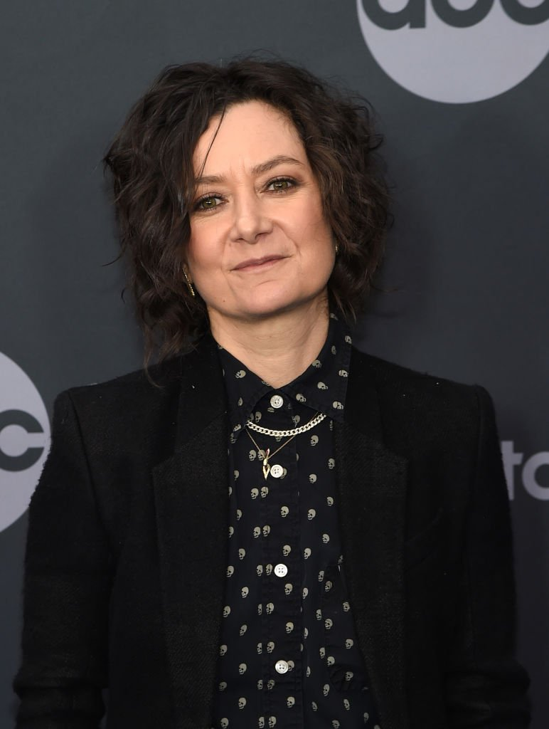 Sara Gilbert attends the ABC Walt Disney Television Upfront | Photo: Getty Images