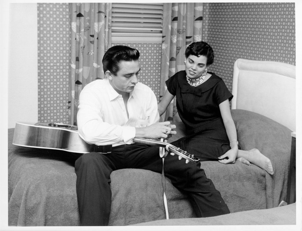 Johnny Cash with his first wife Vivian Liberto in 1957 | Source: Getty Images