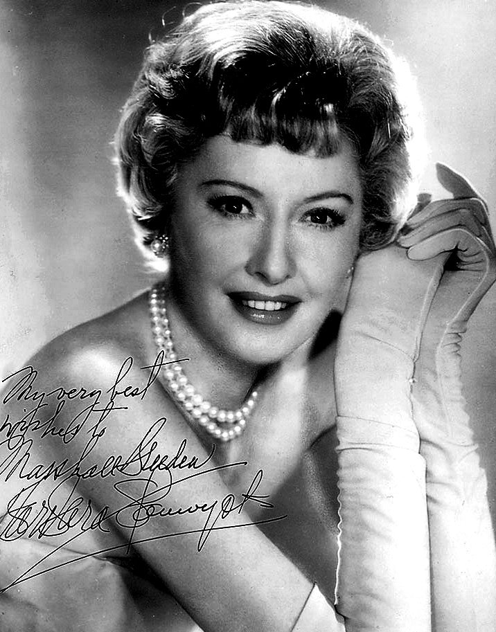A signed publicity photo of Barbara Stanwyck circa 1950. | Photo: Wikimedia Commons