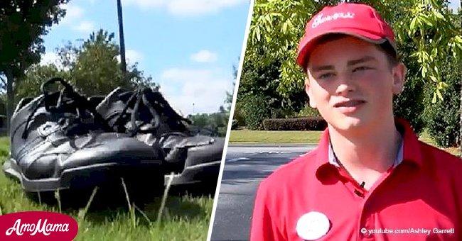 Un employé de 18 ans donne ses propres chaussures à un homme sans abri