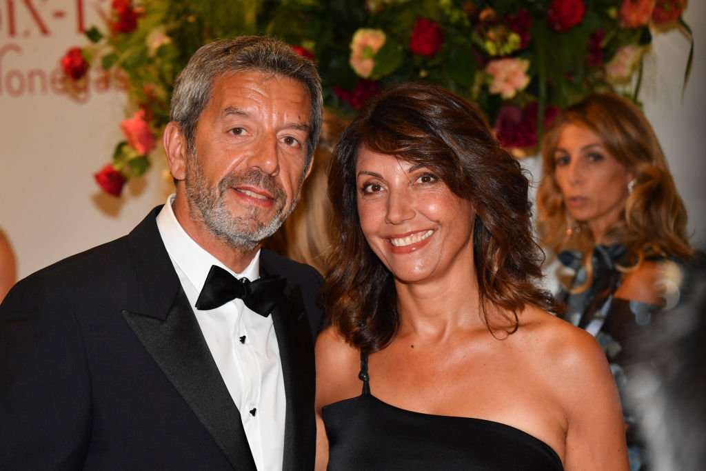 Michel Cymes and his wife Nathalie attend the 70th Monaco Red Cross Ball Gala on July 27, 2018 in Monte-Carlo, Monaco. | Photo : Getty Images