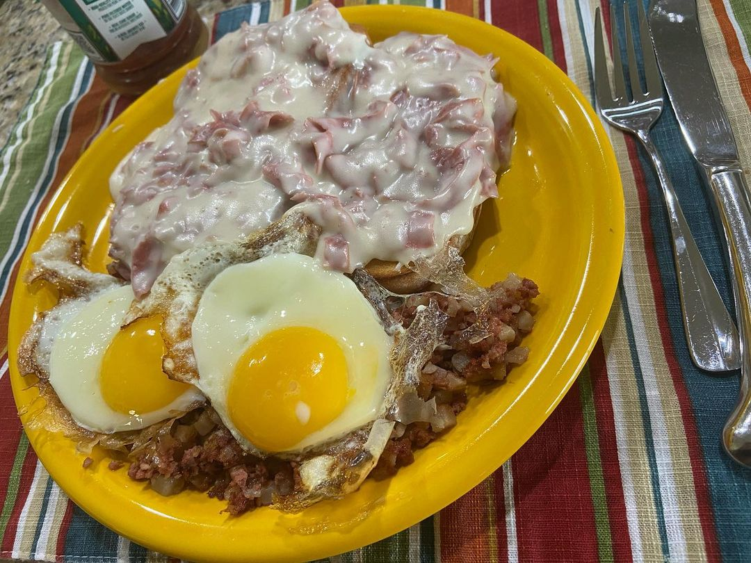 Creamed chipped beef on a plate | Source: Instagram