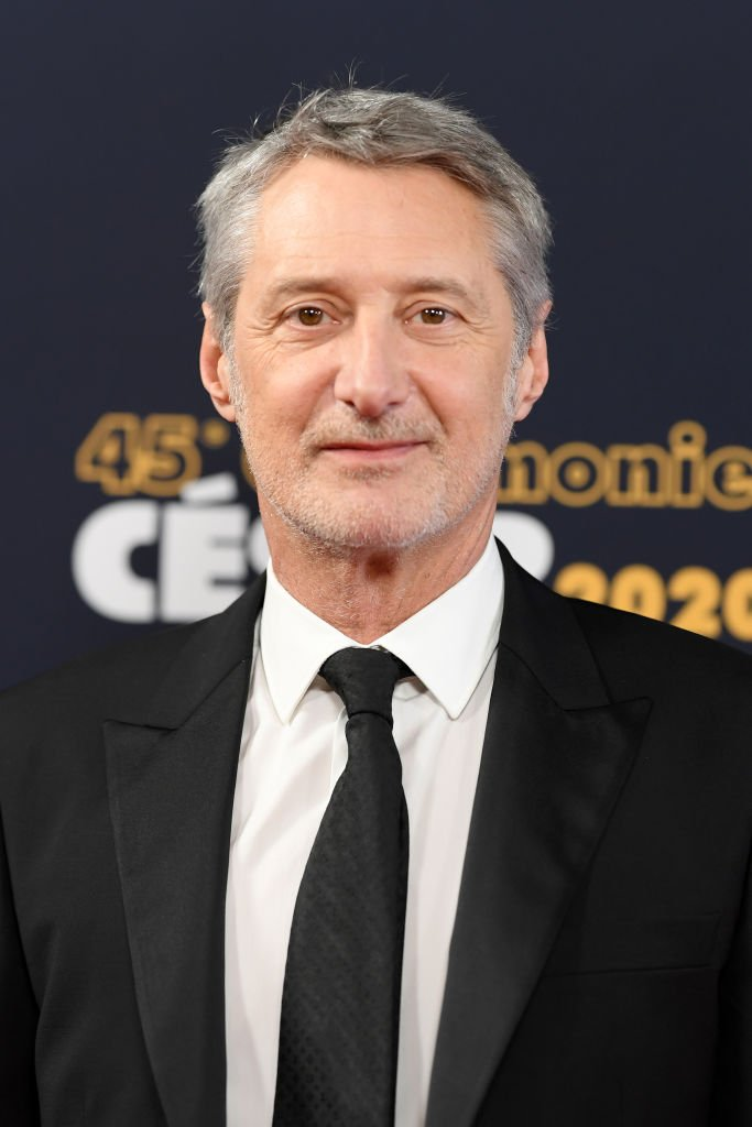 Antoine de Caunes aux Césars 2020 le 28 février à Paris. l Source : Getty Images