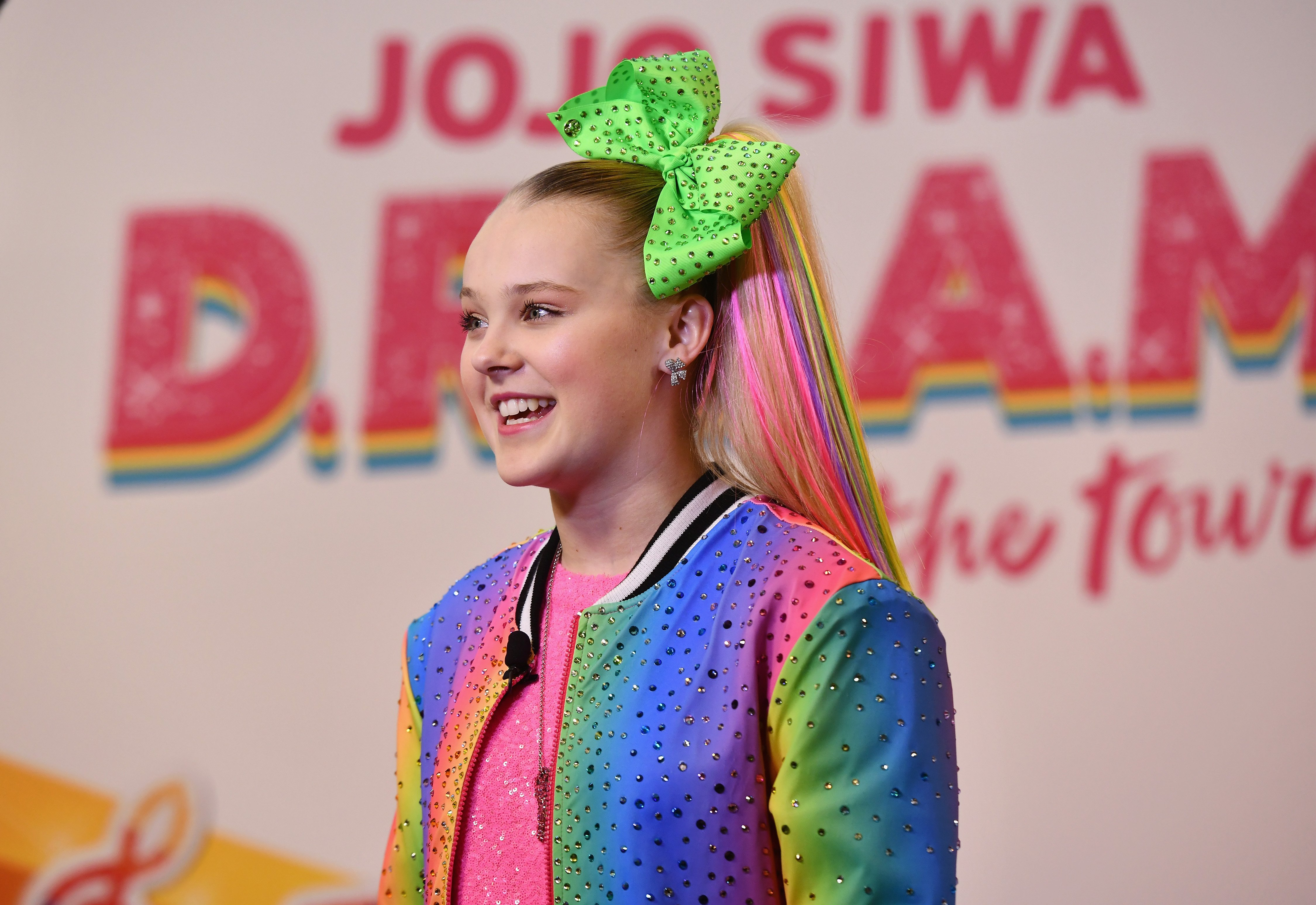 JoJo Siwa announcing her upcoming EP and D.R.E.A.M. Tour.  Source | Photo: Getty Images