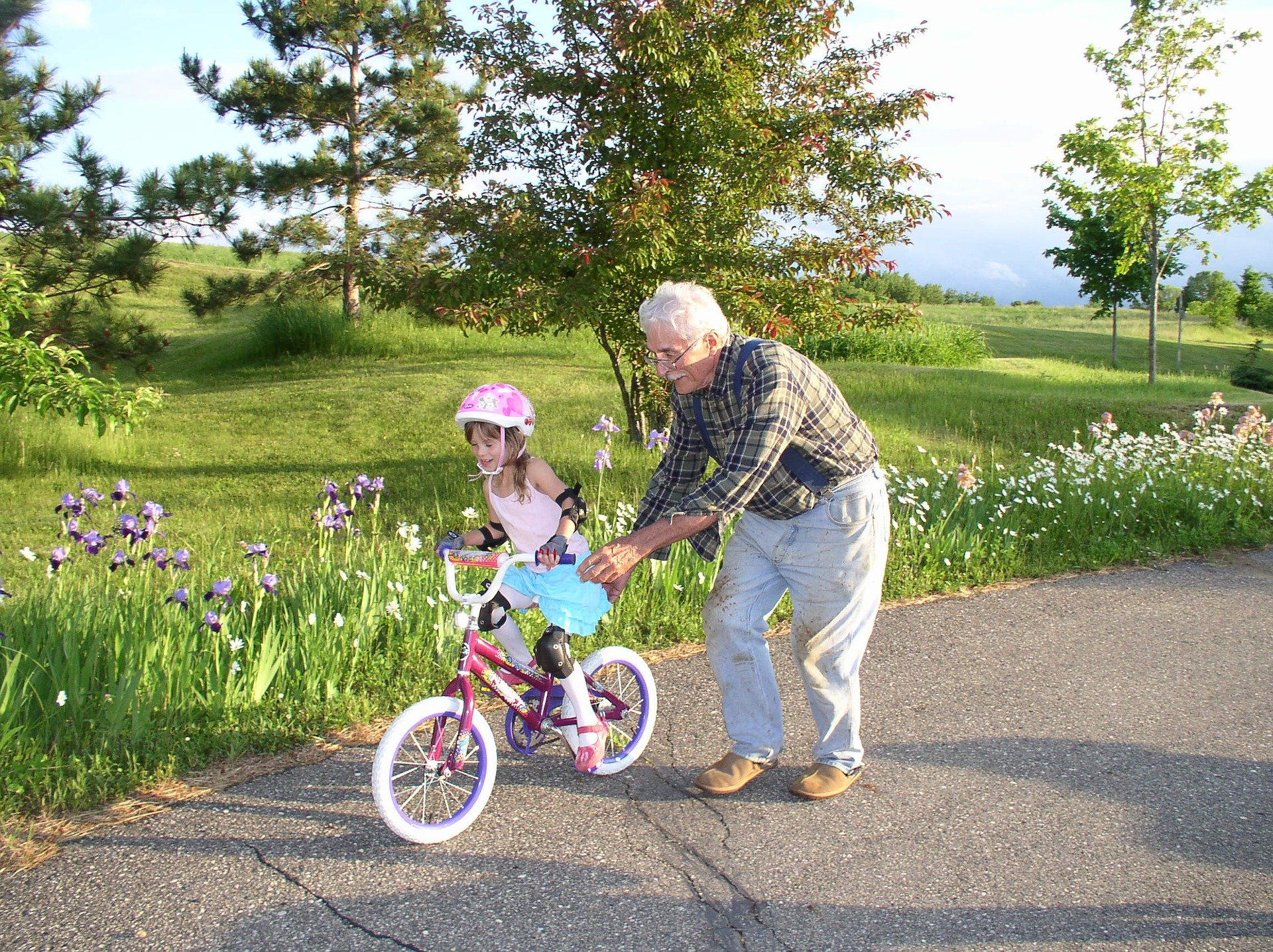A granddaughter being pushed around on her bicycle. | Source: Pixabay.