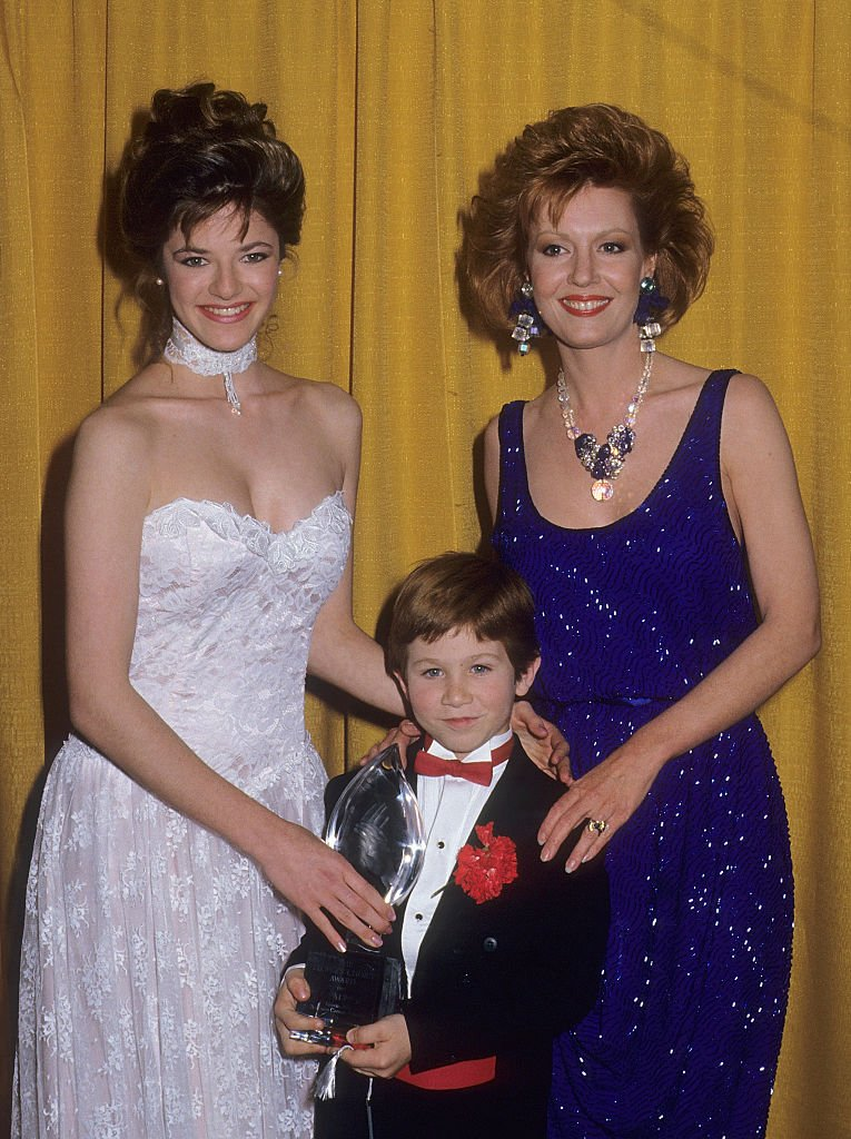 Andrea Elson, Anne Schedeen und Benji Gregory, 1987 | Quelle: Getty Images