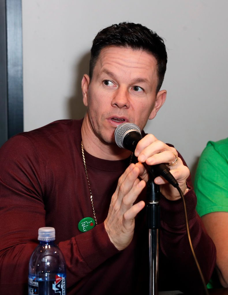 Mark Wahlberg assiste à l'événement de relance du menu des Wahlburgers et annonce de partenariat caritatif avec The Felix Project. | Photo : Getty Images