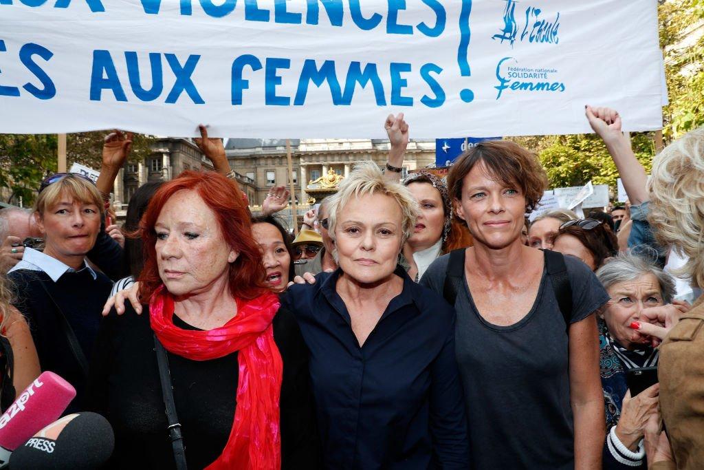 Les actrices Eva Darlan, Muriel Robin et Anne Le Nen à la manifestation contre les violences faites aux femmes, le 6 octobre 2018 à Paris. Photo : Getty Images