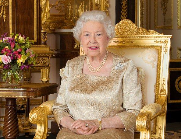 Este retrato de la Reina Elizabethl II, con el broche de hoja de arce heredado de su madre, fue lanzado para el Día de Canadá (1 de julio) para conmemorar el 150 aniversario de la Confederación, el 1 de julio de 2017.   Fuente: Getty Images