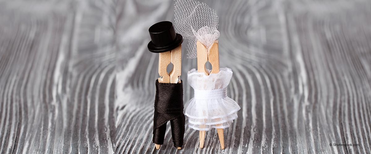 Frau, die eine Hochzeit plant, bevor ein Mann Antrag macht, entfacht heiße Debatten und Spott