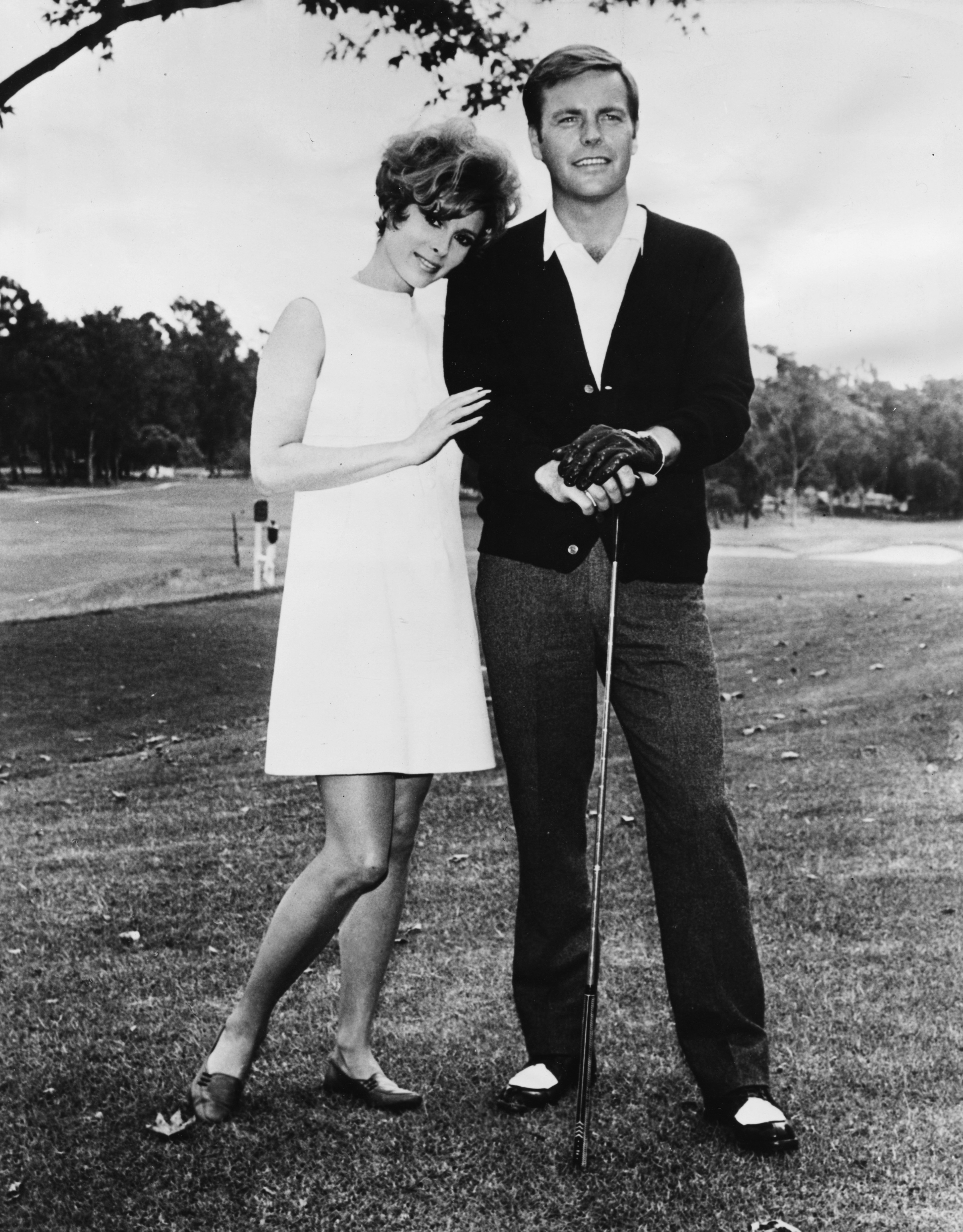 Jill St John giving moral support to actor Robert Wagner during a round of golf in Los Angeles, CA, January 7, 1967. | Source: Getty Images.