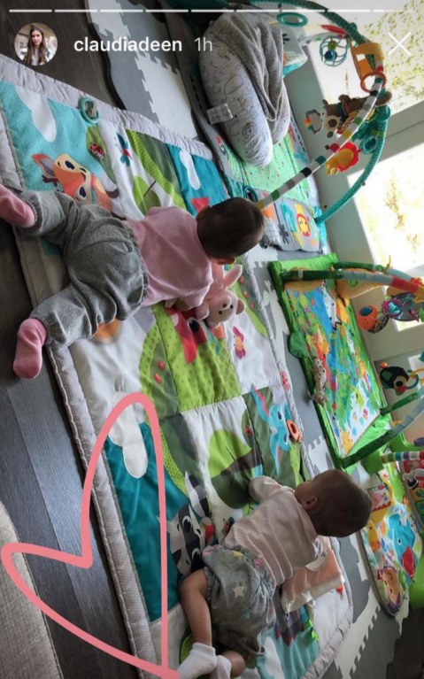 Two of Claudia and Bobby Deen's triplets enjoy some playtime. | Source: Instagram/ClaudiaDeen