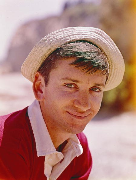 American actor Bob Denver (1935 - 2005) poses in costume as Gilligan of the television situation comedy 'Gilligan's Island,' 1965 | Photo: Getty Images