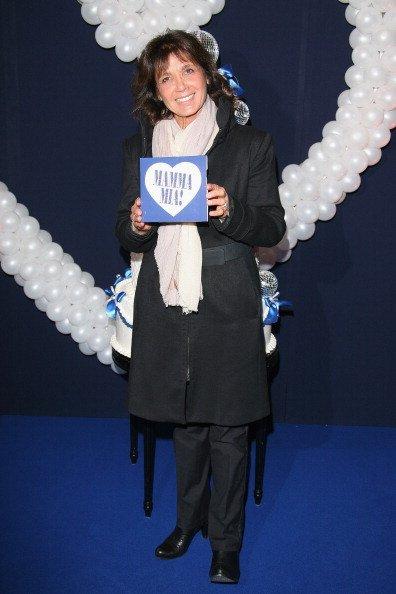 Stephanie Fugain assiste à la'Mamma Mia ! Première à Paris au Théâtre Mogador le 28 octobre 2010 à Paris, France.   Getty Images
