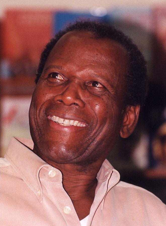 Sidney Poitier at a book signing in 2001. | Photo: Wikimedia Commons Images
