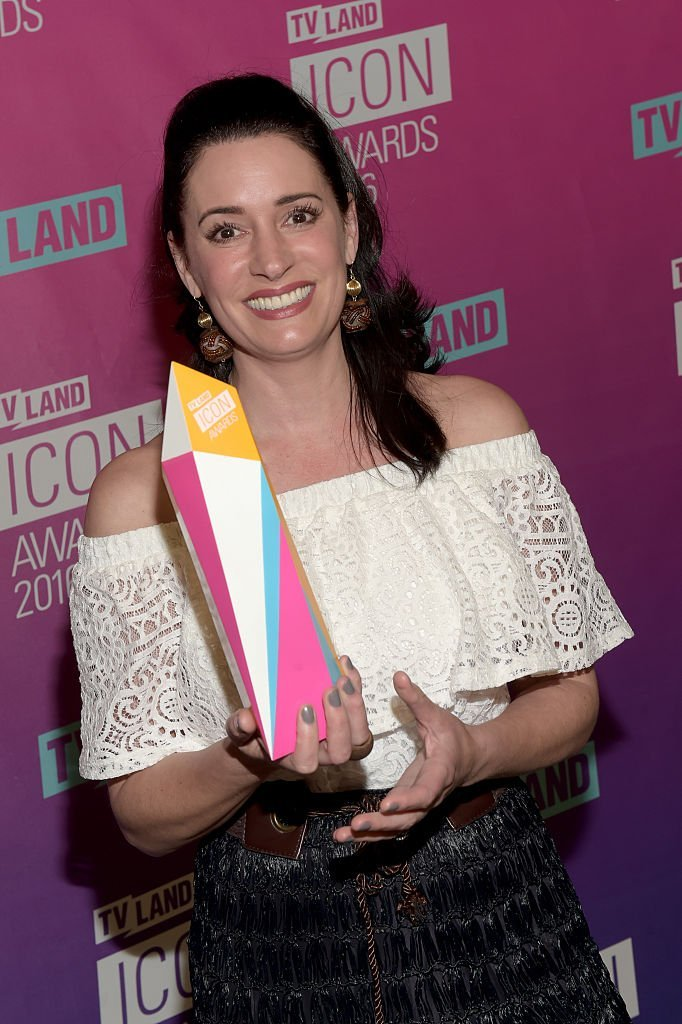 Paget Brewster poses with an Icon Award backstage at 2016 TV Land Icon Awards | Getty Images