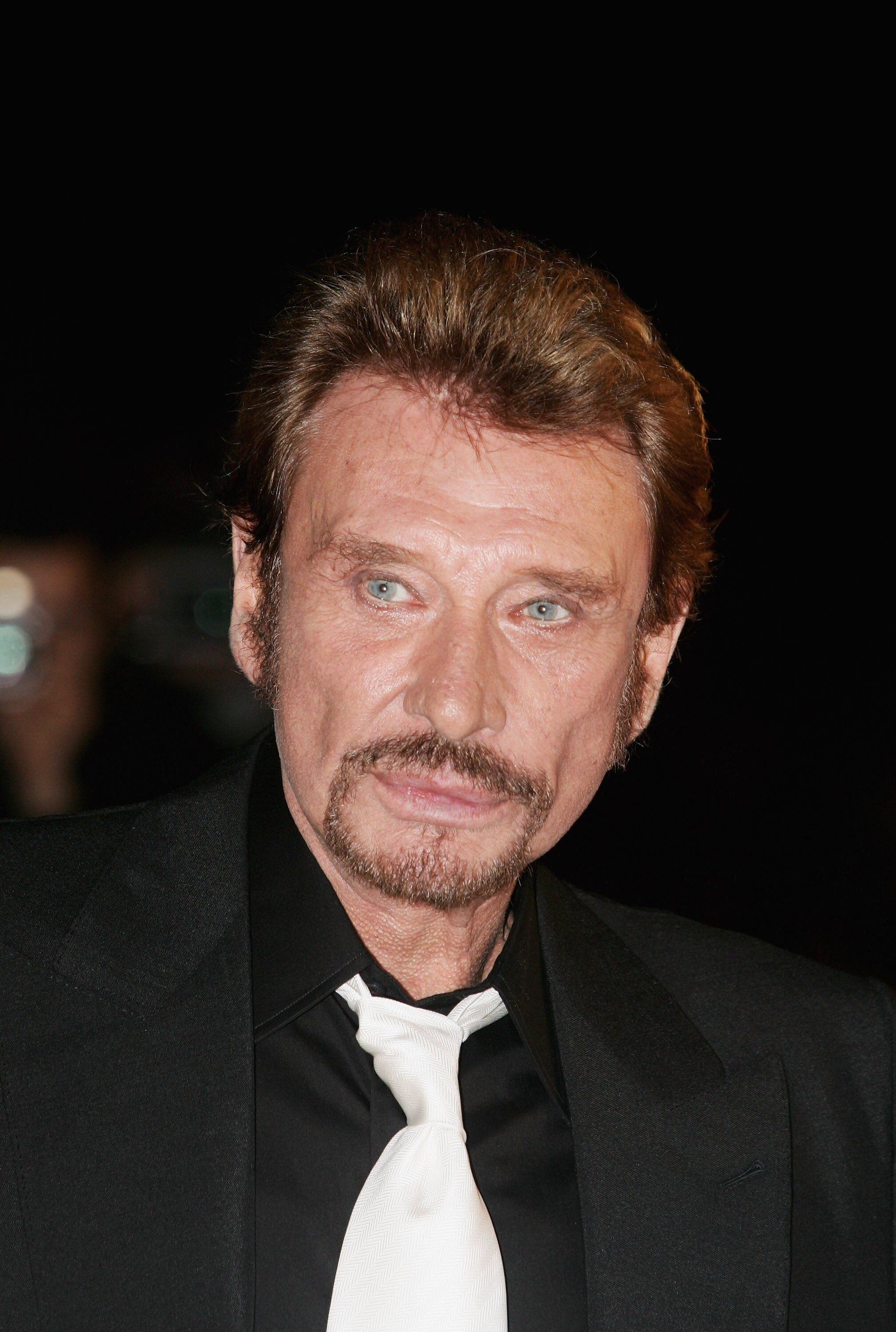 Johnny Hallyday se présente aux NRJ Music Awards 2006 au Palais des Festivals le 21 janvier 2006 à Cannes. | Photo : Getty Images