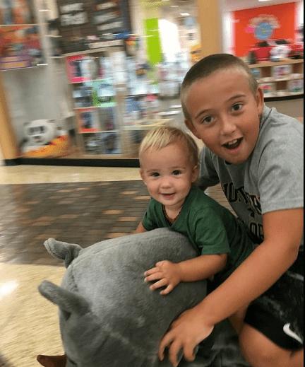 Deux enfants | Photo : dailymail