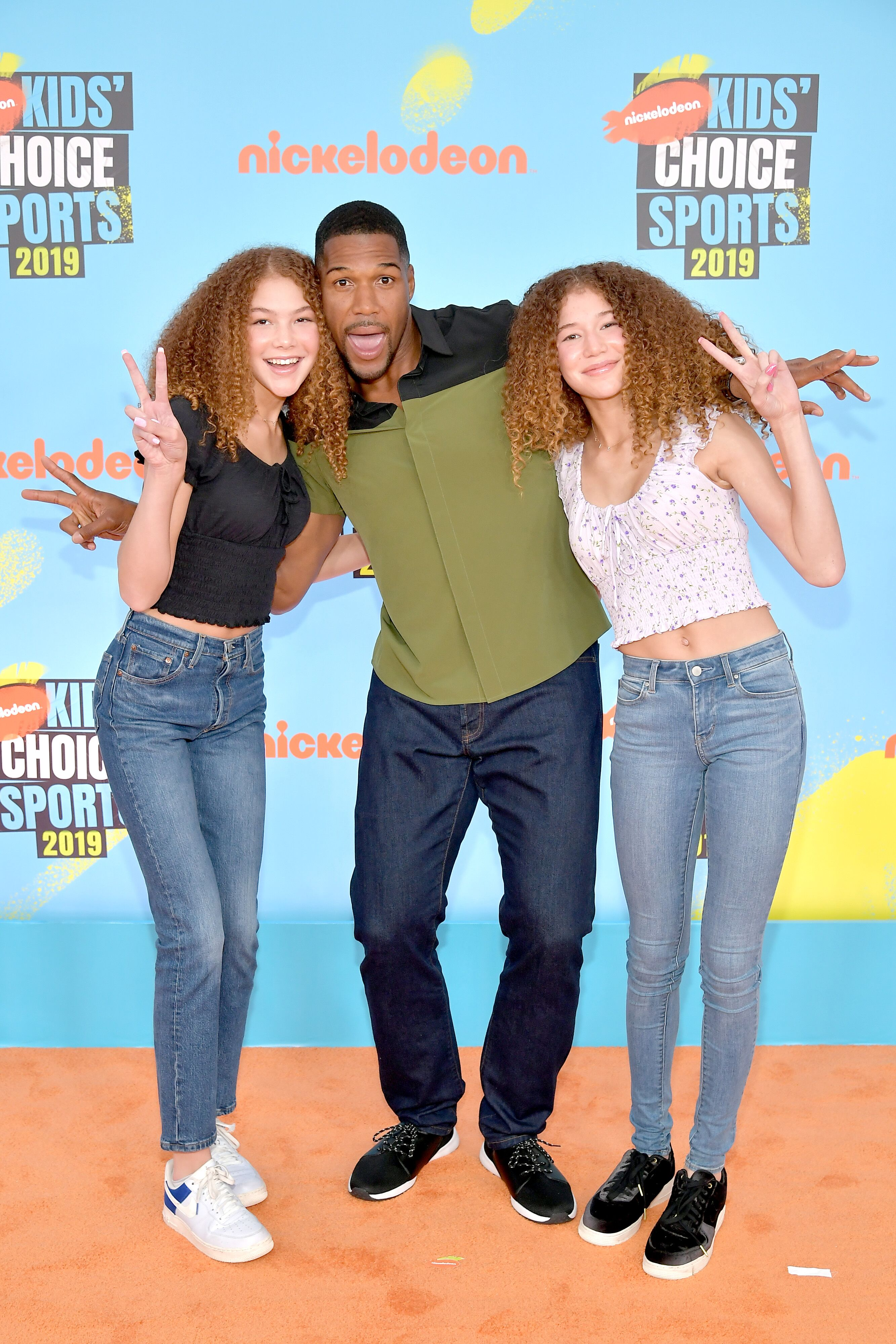 Michael Strahan and his twin daughters at a Nickelodeon event | Source: Getty Images/GlobalImagesUkraine