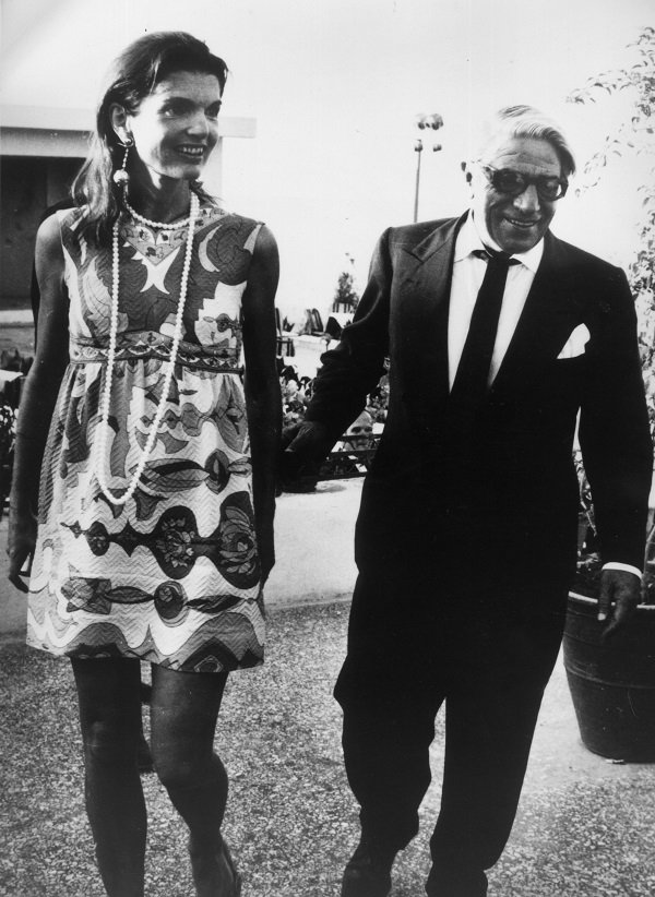 Jackie and Aristotle leaving an Athens nightclub on August 1, 1969 | Source: Getty Images