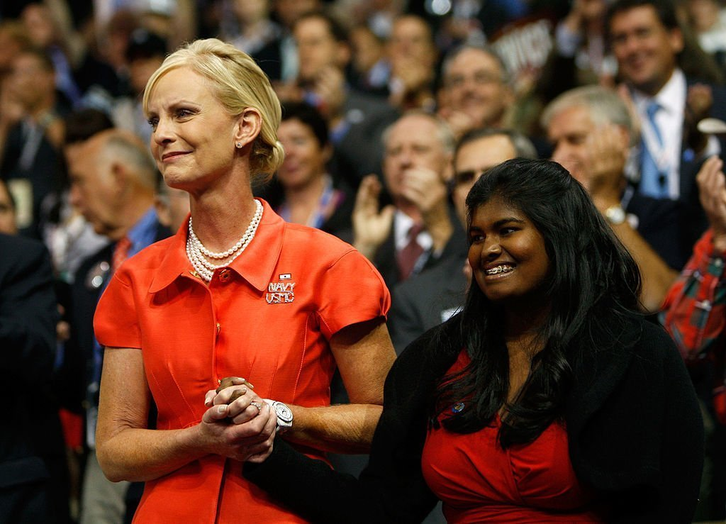 Cindy McCain and daughter Bridget hold hands on day two of the Republican National Convention on September 2, 2008  | Photo: GettyImages