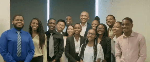 Former President Barack Obama posing with interns at Youth Job Corps program in Chicago on July 16, 2019 | Photo: Twitter/Barack Obama