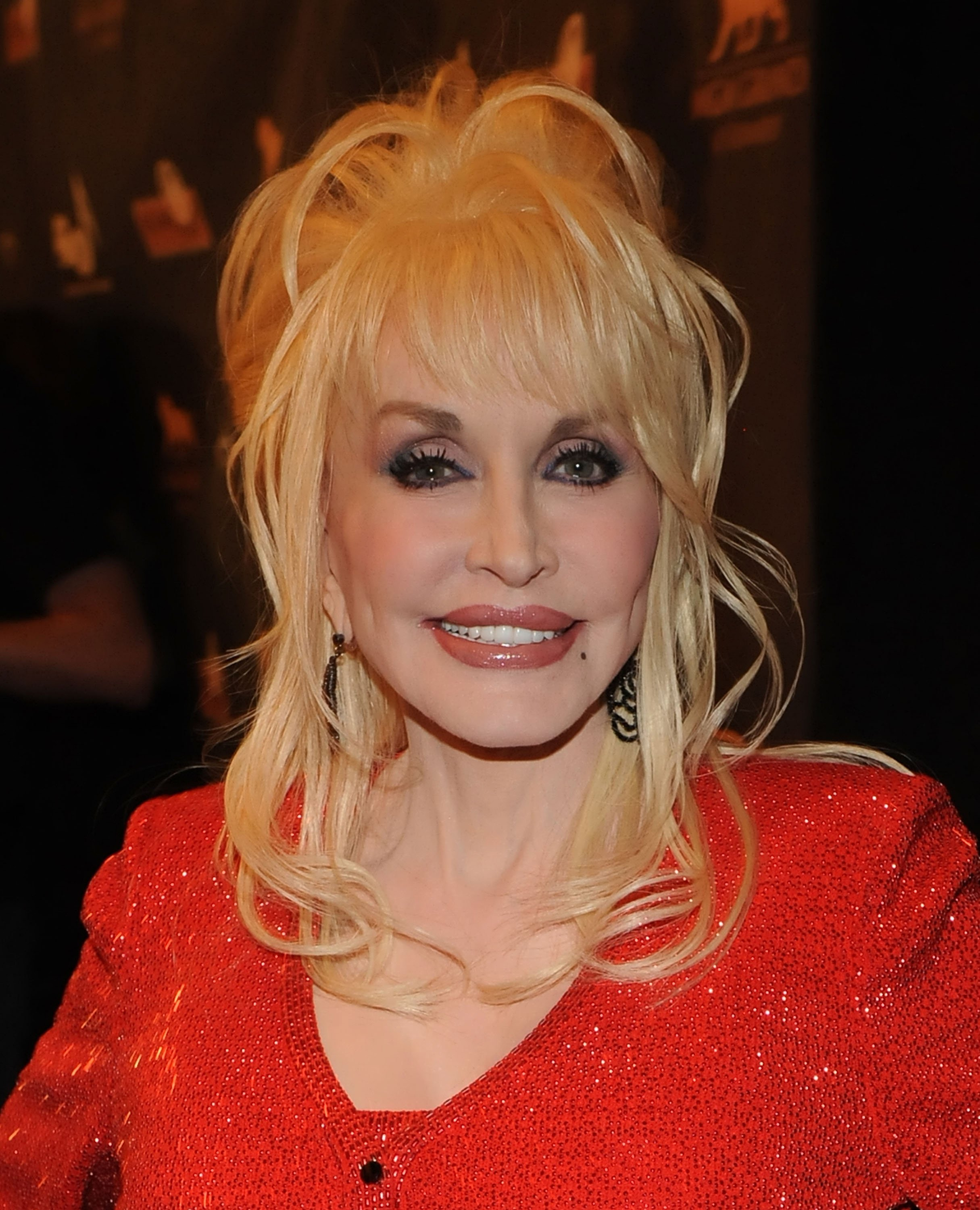 Dolly Parton attending an awards show in 2010. | Photo: Getty Images
