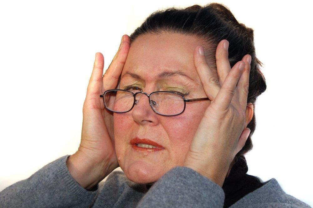 Une femme accablée et épuisée.   Shutterstock