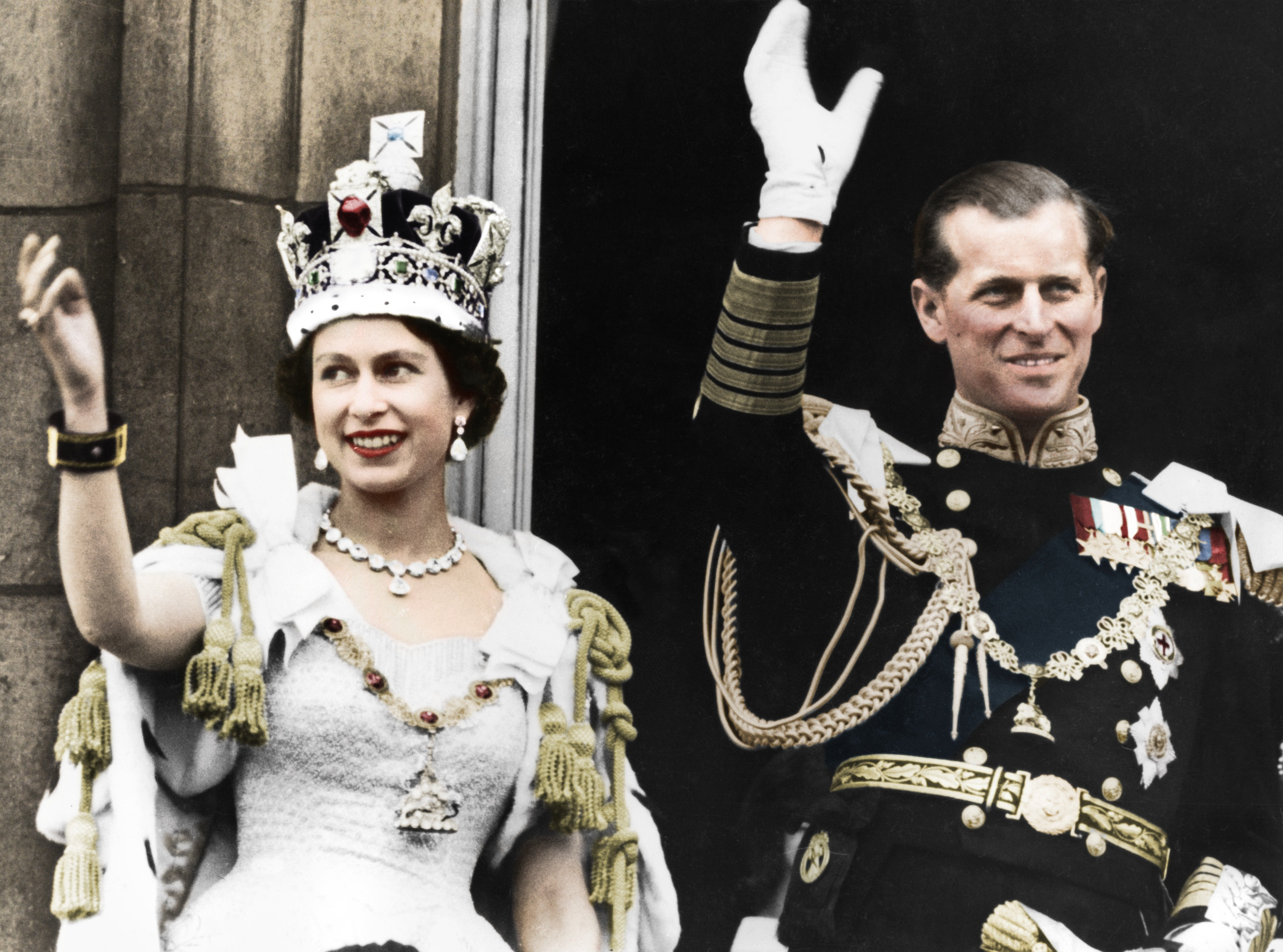 Queen Elizabeth II and the Duke of Edinburgh on the day of their coronation, Buckingham Palace, 1953 | Photo: Getty Images