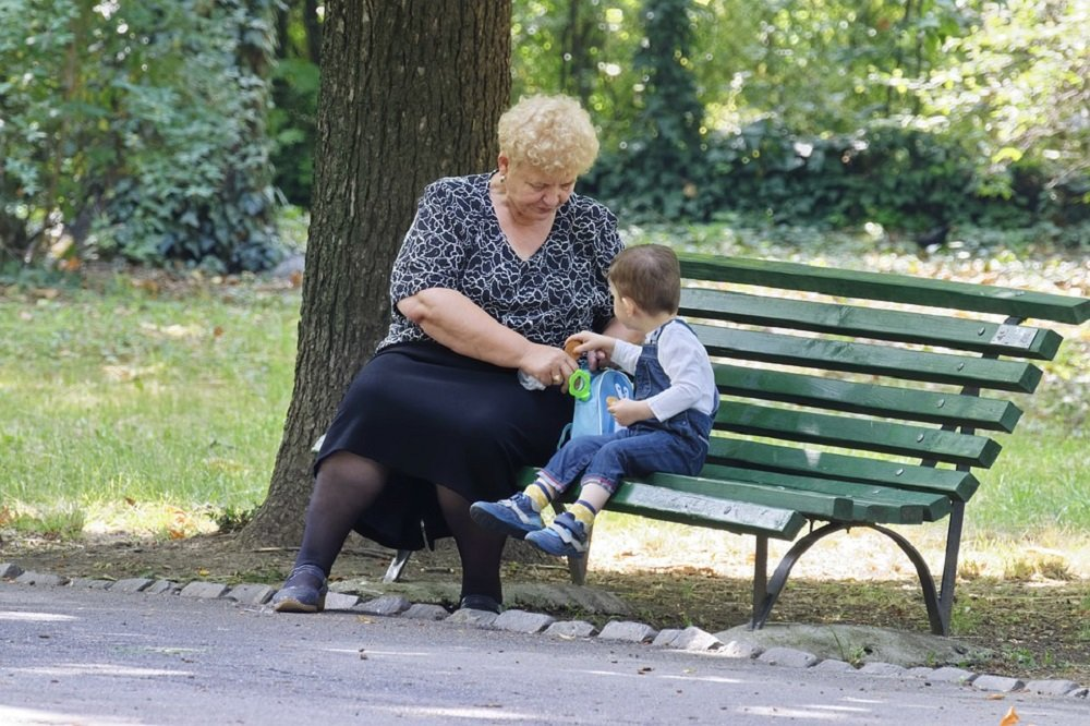 A grandmother and her grandson playing in a park in a sunny day | Image: Pixabay.